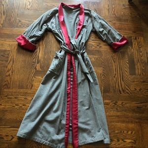 Cotton Satin Beautiful Robe Pre-Loved Size Large.